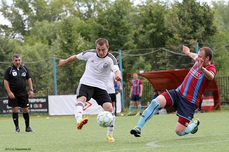 Выбрать крайнего полузащитника для футбола 8 на 8