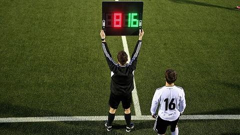 Как играть в футбол против сильных команд