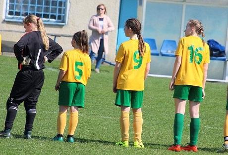 Подходит ли футбол для девочек