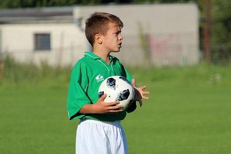 Во сколько отдать ребенка на футбол