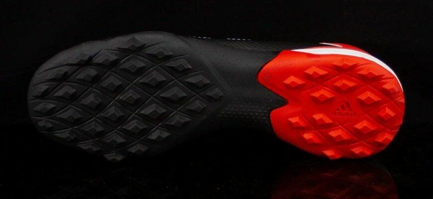 Как выбрать сороконожки для футбола: от материала до шнуровки