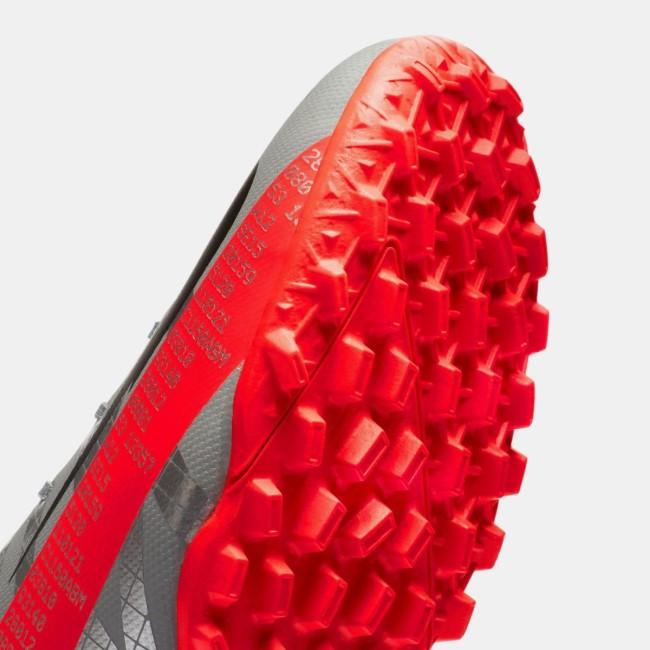 Шиповки для футбола с угловатой формой шипов