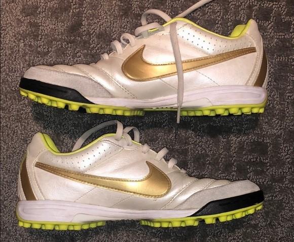 Старый формат сороконожек Nike Tiempo