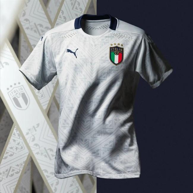 Гостевая форма сборной Италии на Чемпионате Европы 2021