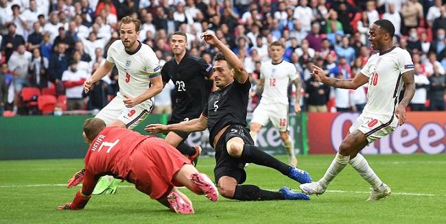 Рахим Стерлинг забивает первый гол в ворота сборной Германии в 1/8 финала Евро-2020
