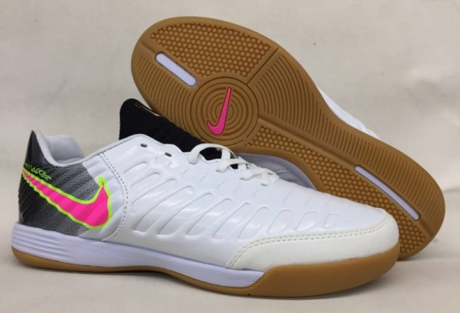 Подделки футзалок Nike