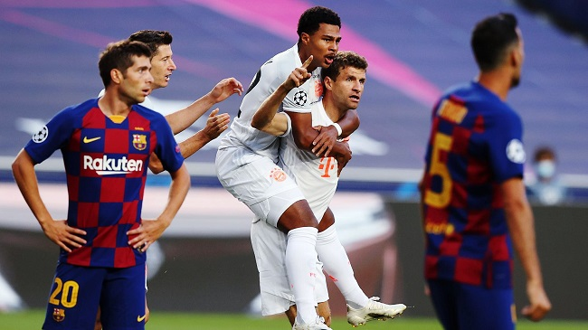 Томас Мюллер забивает гол в ворота «Барселоны» в последнем матче между командами в 2020 году. Окончательный счет – 2:8 в пользу мюнхенцев. Фото: sport24.ru