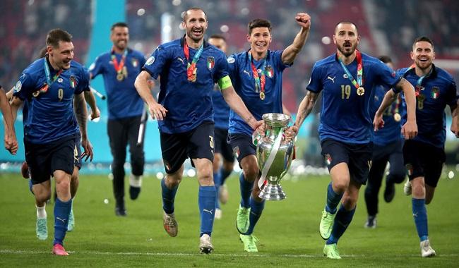Сборная Италии празднует победу в Евро-2020. Последний раз итальянцы становились чемпионами Европы в 1968 году. Фото: matchtv.ru